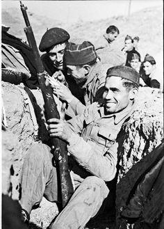 Spain - 1938. - GC - Tres soldados en una trinchera del frente del Ebro. World War Two, Catholic, Spanish, Pictures, Ebro, Helmut Newton, Madrid, Raised Fist, Civil War Photos