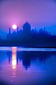 Find out how to sponsor a child in India. Mughal Architecture, Art And Architecture, Wallpaper Ramadhan, Beautiful World, Beautiful Places, Taj Mahal, Bird Silhouette, Incredible India, Amazing