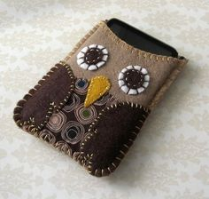 Owl ipod case. Could also be a cell phone case.