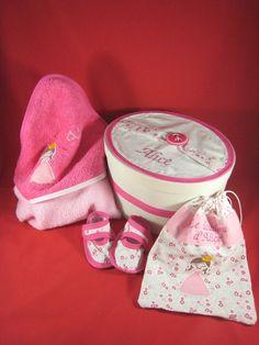 cape de bain, chaussons, sac à doudou et boites personnalisés Baby Shoes, Creations, Kids, Clothes Crafts, Gifts, Bag, Young Children, Boys, Baby Boy Shoes