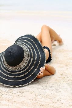 Summer at the beach photography sombreros de playa, fotos pl Summer Of Love, Summer Time, Summer Ideas, Bermuda Beaches, Southern Curls And Pearls, Foto Top, Summer Hats, Beach Pictures, Beach Pics