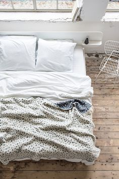 Cosy dotty blanket ....dreamy bedroom inspiration! / Crisp Sheets.