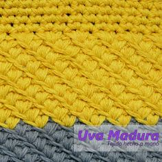 El tutorial en Uva Madura Crochet #Crochet #Ganchillo #Crocheteveryday #crochê #croché #Croche #Crocheted #Crochetaddict #Crocheting #Crochelove #Ganchillocreativo #Crochet_relax #Crochetastherapy #crocheter #Ganchilleando #Clevercrafters #Crochelovers #Crochetyarn #Ilovecrocheting #Crochetgoodness #Crochetando #Tejido #Handknit #Tejidoamano #Knit #videoscrochet #TutorialesCrochet #TutorialesGanchillo #UvaMaduraCrochet #Tejedora #Scheepjes #Hakeln #Hackovanie #Knitlicious #Yarnlove #Funda Crochet Art, Love Crochet, Merino Wool Blanket, Crochet Designs, Hand Knitting, Handmade, Laptop Sleeves, Hand Made, Tejidos