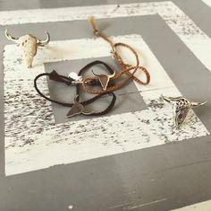 Les #bracelets SMOOTH s'entremêlent au milieu des #bagues CARTEL heart et ADDICTED #lepetitcartel #tetedetaureau #bijoux #maroquinerie #handmade #limitededition