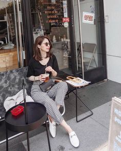 Chic Black Outfits, French Chic Fashion, Girl Fashion, Fashion Outfits, Korean Fashion Trends, Ulzzang Fashion, Casual Street Style, Elegant Outfit, Aesthetic Clothes