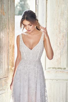 """Gorgeous Embroidered A-Lane Wedding Dress / Bridal Gown with V-Neck, Deep V-Back Cut and a Train. Bridal Collection 2020 """"Lumière"""" by Anna Campbell Stunning Wedding Dresses, Colored Wedding Dresses, Bridal Dresses, Wedding Gowns, Beautiful Dresses, Anna Campbell Dress, Anna Campbell Bridal, Bridal Collection, Dress Collection"""
