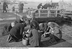 1945. Women searching for coal near Het IJ in Amsterdam. During the hongerwinter in Amsterdam there's was no petrol, no electricity and very little food. There were 40,000 malnourished children in the big cities, including Amsterdam, during the hongerwinter. More than 20,000 people lost their lives in Amsterdam and the western part of the Netherlands during the winter of 1944-1945. Photo Nederlands Fotomuseum / Charles Breijer. #amsterdam #worldwar2