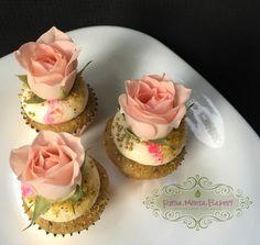 Mini Cupcakes de Agua de Rosas Nielssen Massey, pistache y betún de queso Filadelfia ❤️ #RosaMentaBakery #HorneadosConAmor