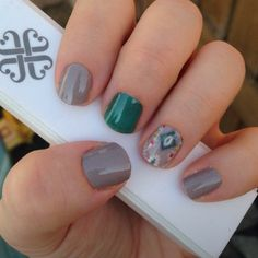 I am totally in love with the sample of the new fall wrap Sedona that came in my Jamberry StyleBox this month. I paired it with aquamarine tint and stone. I ❤️ this Jamicure!  elisebridge.jamberry.com