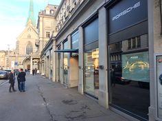 Noch bis am 22. Dezember 2017 kommen Porsche Besitzer, Enthusiasten und Fans der Luxusmarke sowie der edlen Sportwagen aus Stuttgart in den Genuss eines ganz besonderen Events in der Schweizer Finanzmetropole. Denn mit dem Pop-up Store an der Poststrasse 5-7 – unmittelbar am Paradeplatz in Zürich/Schweiz gelegen, bietet der Sportwagenhersteller aus Deutschland ein ganz besonderes Porsche-Erlebnis.