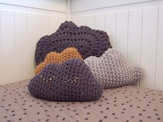 Cloud cushions Free pattern, in French by Depuis toi.