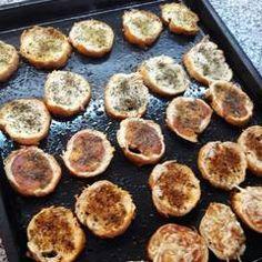 Tostadas saborizadas Receta de martalhanna - Cookpad Griddle Pan, Lunch, Tostada Recipes, Finger Foods, Food, Breads, Amazing, Recipies, Grill Pan