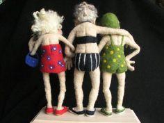 fiber art needle felted figure old ladies .back view. Omg Lisa is this us three! Needle Felted Animals, Felt Animals, Wet Felting, Needle Felting, Photo Craft, Felt Dolls, Felt Art, Fabric Dolls, Miniature Dolls