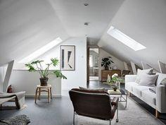 Välskött 1950-talsvilla med underbar trädgård nära Härlanda tjärn - Stadshem Interior Inspiration, Oversized Mirror, Villa, House, Furniture, Home Decor, Master, Decoration Home, Home