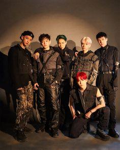 New EXO popular wallpaper collection. Popular EXO New Wallpaper Collection. DO Wallpaper. Exo Xiumin, Kpop Exo, Exo Ot12, Park Chanyeol, Shinee, Btob, Vixx, Comeback Kpop, Celebrities