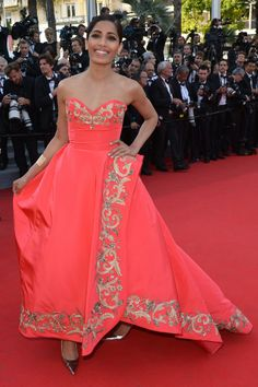Oscar de la Renta - A life on the red carpet Cannes Film Festival 2014, Freida Pinto, Strapless Dress Formal, Formal Dresses, Bollywood Photos, India People, Woman Smile, Pink Gowns, Indian Beauty
