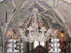ये चर्च जो सजा है हड्डियों से
