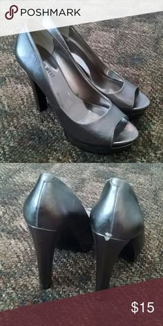 Pewter nine West heels Pewter heels... Scuff on back could repair with nail polish Nine West Shoes Heels