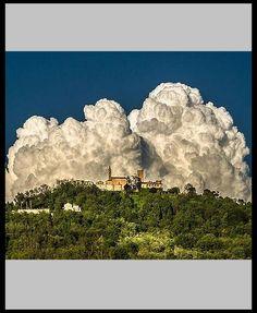 AMAZING CLOUDS FORMATION - ITALY - Castello di Nazzano - Una situazione fortunata vedere il Castello di Nazzano con queste nubi particolari. E' stata una giornata unica nel sue genere in Oltrepò Pavese, la presenza di queste nuvole unita a una luce meravigliosa del sole ha creato degli scenari emozionanti #photo by Sergio Azzaretti -- 500px.com