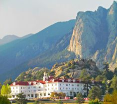 Stanley Hotel, Estes Park in Colorado USA. From Hotel Scoop.