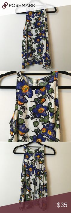 TOPSHOP Large Floral Printed Split Back Top TOPSHOP Top with a split open back and a large bold floral print! Zipper and is a size 4. Topshop Tops