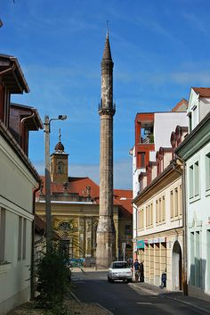 Eger Minaret, Hungary - The northernmost minaret in Europe. It was built in the XVII. century, when the city of Eger was under Turkish rule. A minaret is part of a mosque and used to call to prayer. Cool Places To Visit, Places To Go, Budapest Travel Guide, Hungary Travel, Heart Of Europe, Road Trip, Austria, Central Europe, Top Of The World