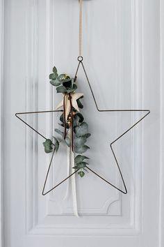 Scandinavian porta da rua do Natal