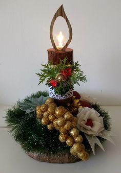 Christmas Party Centerpieces, Christmas Flower Arrangements, Diy Christmas Decorations Easy, Holiday Crafts, Christmas Candle, Christmas Art, Christmas Wreaths, Christmas Ornaments, Wine Bottle Crafts