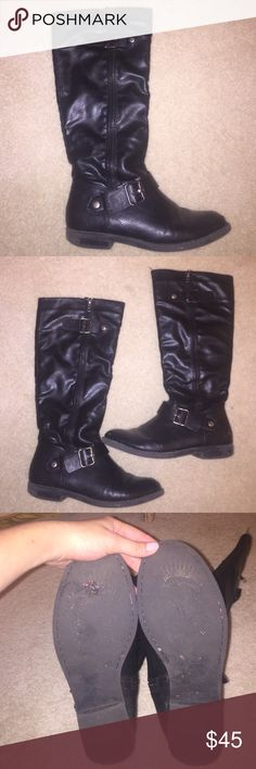 Black leather boots Comfortable, great quality black leather boots. I'm 5'4 and they end about 2 inches below my knee, they're a great length to wear with pants or a dress. Functional zippers. Shoes show very few signs of wear. Soles are a little worn down ,but the outside of the shoes are in amazing condition ! Shoes Combat & Moto Boots