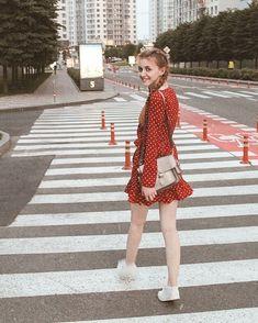 Instagram ideas Идеи для фото в городе Киев #roetskaya #kievnow #kievcity #photoideas Photography Poses Women, Vsco Photography, Fashion Photography, Photo Poses For Couples, Poses For Photos, Girl Senior Pictures, Girly Pictures, Instagram Blog, Instagram Pose
