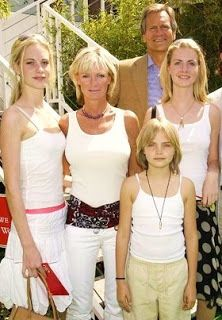 Pandora with very young Cara rich-girls-AMS Poppy Delevingne, Cute Family, Rich Girl, Poppies, T Shirts For Women, Instagram Posts, Pandora, Models, Girls