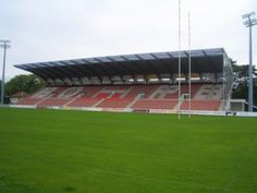 Stade Aguiléra - Biarritz Olympique : Bénéficiez des installations de la nouvelle tribune Serge-Kampf dans le cadre prestigieux du stade Aguiléra.