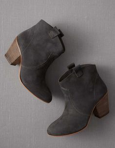 I need these everyday boots in every colour and texture for fall and winter!