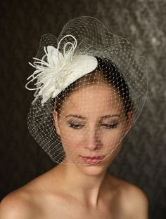 Fabulous BIRDCAGE VEIL  wedding headpiece  bridal hat. par klaxonek