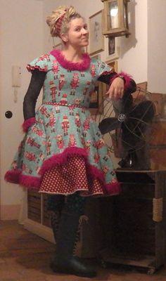 """Petticoatkleider - Handmade Kleid im 50er Jahre Stil """"Nußknacker"""" - ein Designerstück von Die-Revoluzzerin bei DaWanda"""