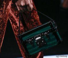 Image from http://1-moda.com/wp-content/uploads/2014/11/wpid-Louis-Vuitton-Spring-summer-2015-Bag-2015-2016-1.jpg.