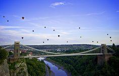 Balloons over the Clifton Suspension Bridge - Bristol Balloon Fiesta 2009 (Sunday) by Mathew Roberts, via Flickr
