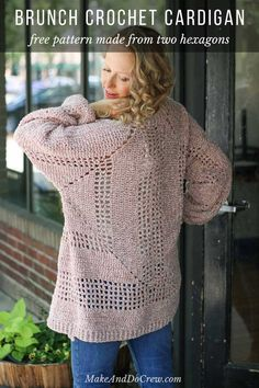 This velour crochet cardigan sweater pattern is the comfiest thing you'll ever make! Sie Strickjacke Sechseck Crochet Cardigan Sweater Pattern made from two hexagons - free pattern! Crochet Cardigan Pattern, Crochet Jacket, Crochet Shawl, Knit Crochet, Crochet Sweaters, Crochet Granny, Crochet Baby, Knitting Patterns, Knit Patterns