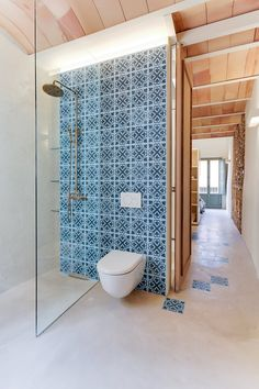 Suelo CONTINUO Home Projects, Design Projects, Spanish Apartment, Loft Interiors, Apartment Renovation, Space Architecture, Cozy House, Bathroom Interior, Beautiful Homes