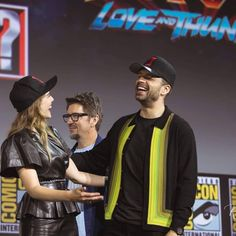 He's so pure 😍😇 with his marvel costars at the San Diego Comic Con last week! (Credit to photographer Richard Cruz) * * *… Sebastian Stan, Marvel Funny, Marvel Dc, Hollywood Actresses, Actors & Actresses, Marvel Photo, Scarlet Witch Marvel, Best Superhero, Marvel Actors