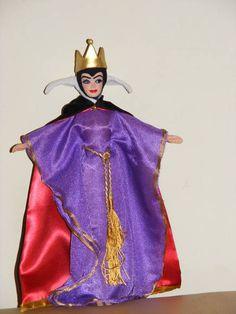 Customização de uma Barbie para Madrasta da Branca de Neve( ou outra personagem). R$ 160,00 a unidade. acima de 10 bonecas R$45,00 cada uma.