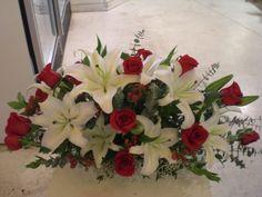 It's beautiful funeral flowers arrangement. Casket Flowers, Grave Flowers, Altar Flowers, Cemetery Flowers, Church Flowers, Funeral Flowers, Funeral Floral Arrangements, Large Flower Arrangements, Flower Arrangement Designs