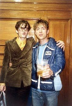 Damon Albarn and Jarvis Cocker Music Love, My Music, Indie Music, Jarvis Cocker, Love Yourself Lyrics, Damon Albarn, Beatles Songs, Jamie Hewlett, Britpop