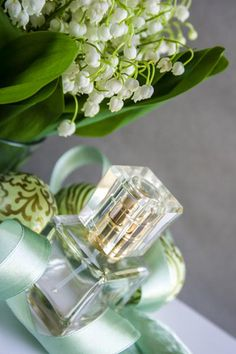 Perfume recipe: Fresh floral perfume with lily of the valley scent Diy Parfum, Diy Beauty, Beauty Hacks, Peeling Maske, Mack Up, Perfume Recipes, Glossy Makeup, Homemade Cosmetics, Healthy Beauty
