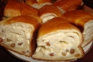 as minca o felie de tort diplomat zice petruta dinu Romanian Desserts, Romanian Food, Cookie Recipes, Dessert Recipes, Pastry And Bakery, Russian Recipes, Strudel, Sweet Bread, Snacks