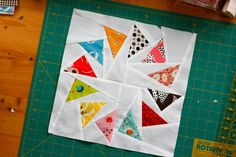 Free pattern download and tutorial for this cool paper pieced circle of geese block.