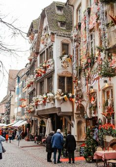 20 Photos that Prove Strasbourg Really is the Capital of Christmas : Christmas Market in Strasbourg, France Christmas In Europe, Christmas Place, French Christmas, Christmas Town, Christmas Travel, Christmas Villages, Christmas Vacation, Xmas, Christmas Shopping