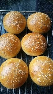 Helenkine dobroty - Žemle s kvásku How To Make Bread, Hamburger, Food And Drink, Gluten Free, Baking, Recipes, Basket, Brot, Glutenfree