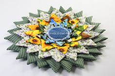 Free Sewing Tutorial Triangle Fold Coaster to Sew a sunburst coasters using folded triangle fabric pieces. Make a bigger version to become a rag rug. Quilting Tutorials, Craft Tutorials, Sewing Tutorials, Sewing Crafts, Craft Projects, Sewing Projects, Craft Ideas, Sewing Tips, Sewing Ideas