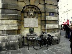 Paris 1er - Rue de l'Arbre-Sec : fontaine consacrée à Louis XVI - Une journée dans Paris, sans Iton-Rando
